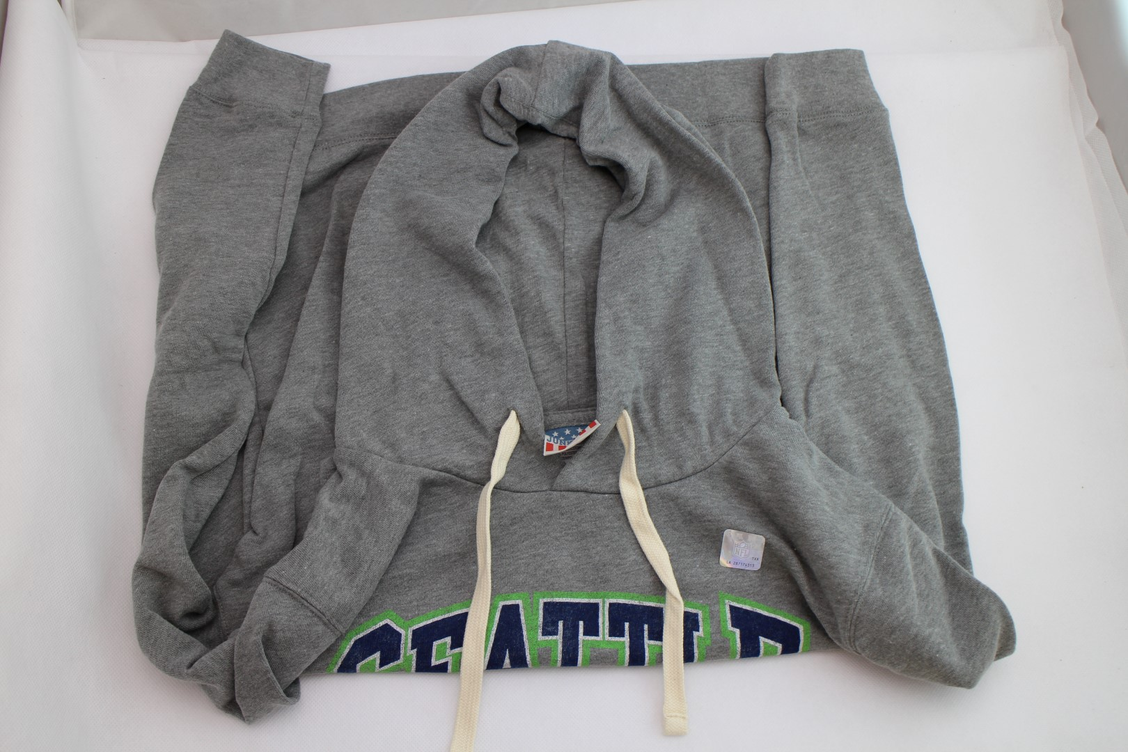 8598b88e889 NEW Seattle Seahawks Pullover Hoodie – Grey – NFL – Size  Small ...
