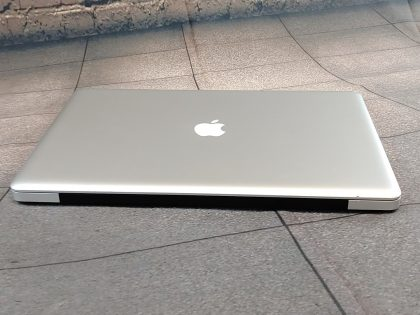 Item Specifics: MPN : MC725LL/AUPC : NABrand : AppleProduct Family : Macbook ProRelease Year : Late 2011Screen Size : 17 inProcessor Type : Intel Core i7Processor Speed : 2.5 GhzMemory : 8 GBStorage : Dual Storage (1TB SSHD + 750GB HDD)Operating System : Mac OS X 10.13