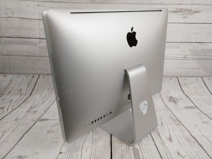 There is a small cosmetic scratch on the glass (View image 10). This does NOT effect the performance of the iMac. This system has been professionally tested and is in fully functional condition. For your help